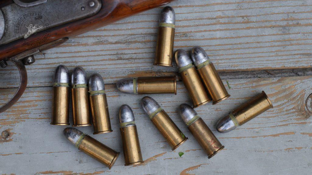 Lövészetre előkészített 14x33R lőszerek.